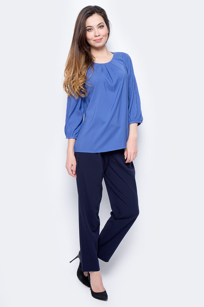 Блузка женская Sela, цвет: сапфировый. Tw-112/1207-8122. Размер 42Tw-112/1207-8122Стильная женская блуза Sela, выполненная из 100% полиэстера, подчеркнет ваш уникальный стиль и поможет создать оригинальный женственный образ. Блузка с рукавами-реглан длиной 3/4 и круглым вырезом горловины застегивается на пуговицу на спинке.
