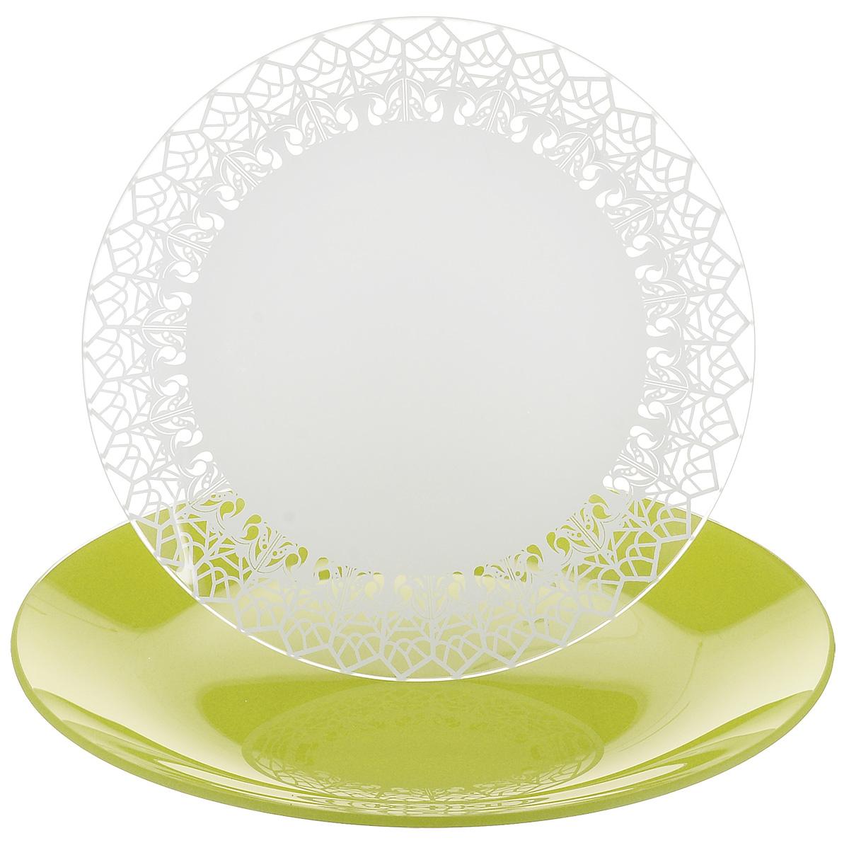 Набор тарелок NiNaGlass, цвет: зеленый, диаметр 20 см, 2 шт. 85-200-147псз85-200-147псзНабор тарелок NiNaGlass Кружево и Палитра выполнена из высококачественного стекла, декорирована под Вологодское кружево и подстановочная тарелка яркий насыщенный цвет. Набор идеален для подачи горячих блюд, сервировки праздничного стола, нарезок, салатов, овощей и фруктов. Он отлично подойдет как для повседневных, так и для торжественных случаев. Такой набор прекрасно впишется в интерьер вашей кухни и станет достойным дополнением к кухонному инвентарю.