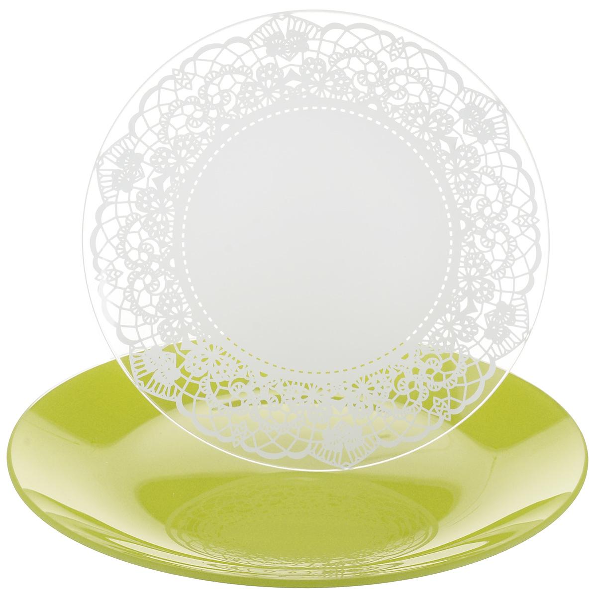 Набор тарелок NiNaGlass, цвет: зеленый, диаметр 20 см, 2 шт. 85-200-143псз85-200-143псзНабор тарелок NiNaGlass Кружево и Палитра выполнена из высококачественного стекла, декорирована под Вологодское кружево и подстановочная тарелка яркий насыщенный цвет. Набор идеален для подачи горячих блюд, сервировки праздничного стола, нарезок, салатов, овощей и фруктов. Он отлично подойдет как для повседневных, так и для торжественных случаев. Такой набор прекрасно впишется в интерьер вашей кухни и станет достойным дополнением к кухонному инвентарю.