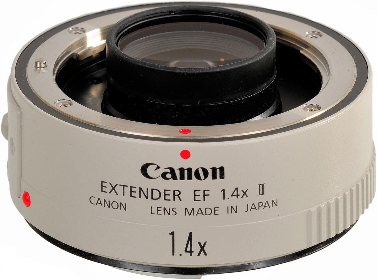 Canon Extender EF 1.4x II объективEF 1.4x IIЭкстендер Canon EF 1.4x II поможет объединить практичность и функциональность с новой оптическойсистемой, позволяющей увеличить фокусное расстояние основного объектива в 1,4 раза с минимальной потерейсветосилы объектива и качества изображения.Обладая пыле- и влагозащищенной конструкцией, этот экстендер предназначен для расширения возможностейсистемы EOS. Специально разработанный для работы совместно с супер-телефотообъективами EOS-1V и IS серииL, он обеспечивает повышенную защищенность от пыли и влаги.Для уменьшения бликов в экстендере EF1.4x II используются улучшенные антиотражательные материалы внутриоправы объектива, а также улучшенное покрытие вокруг наружных краев объектива.Покрытие: Покрытие Super spectra Глубина резкости: Приблизительно 0,7 от значения для установленного основного объектива Переднее крепление: Крепление Canon EF со стороны корпуса (металлическое крепление), 8 контактных точек Передача сигналов: 5 видов информации, передаваемой между корпусом и объективом: состояние объектива,тип объектива, информация об экспозиции, фокусное расстояние, информация привода автофокусировки