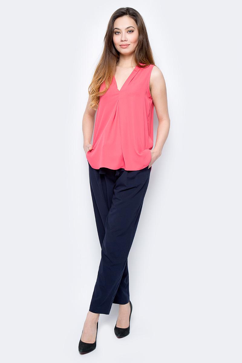 Блузка женская Sela, цвет: красный. Twsl-112/805-8111. Размер 48Twsl-112/805-8111Стильная женская свободная блуза без рукавов с удлиненной спинкой, выполненная из 100% полиэстера, подчеркнет ваш уникальный стиль и поможет создать оригинальный женственный образ.