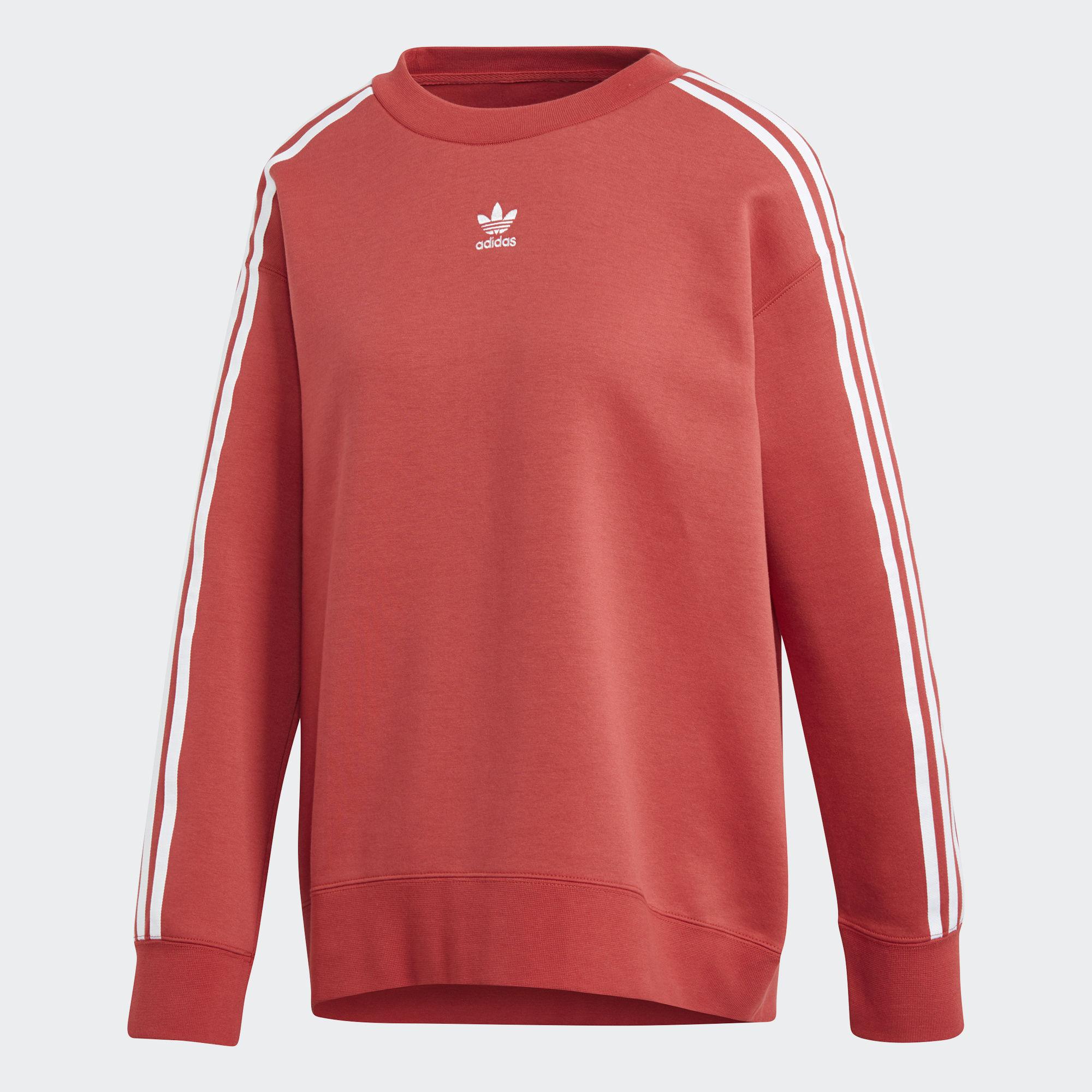 Свитшот женский Adidas Crew Sweater, цвет: коралловый. CE2432. Размер 40 (46/48)CE2432Женский свитшот от adidas в стиле архивных футбольных джерси. Украшен контрастным трилистником на груди и культовыми тремя полосками вдоль рукавов. Мягкий спейсер из хлопка и переработанного полиэстера обеспечивает комфорт в течение всего дня.