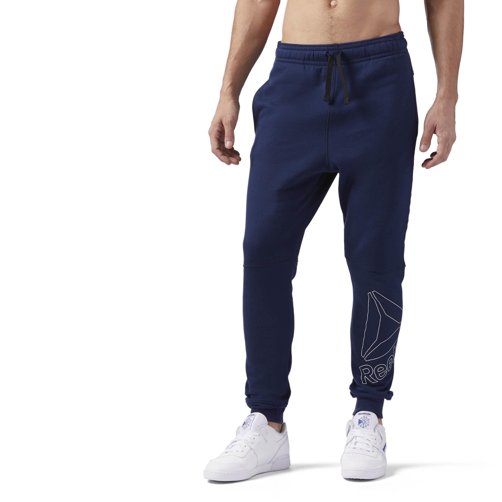 Брюки спортивные мужские Reebok El Big Logo Jogger, цвет: темно-синий. CE4749. Размер XL (56/58)CE4749Спортивные брюки от Reebok, которые отлично подойдут на каждый день, для тренировок и путешествий. Они выполнены из легкого мягкого материала и совершенно не стесняют движений. Дизайн выглядит стильно и современно.