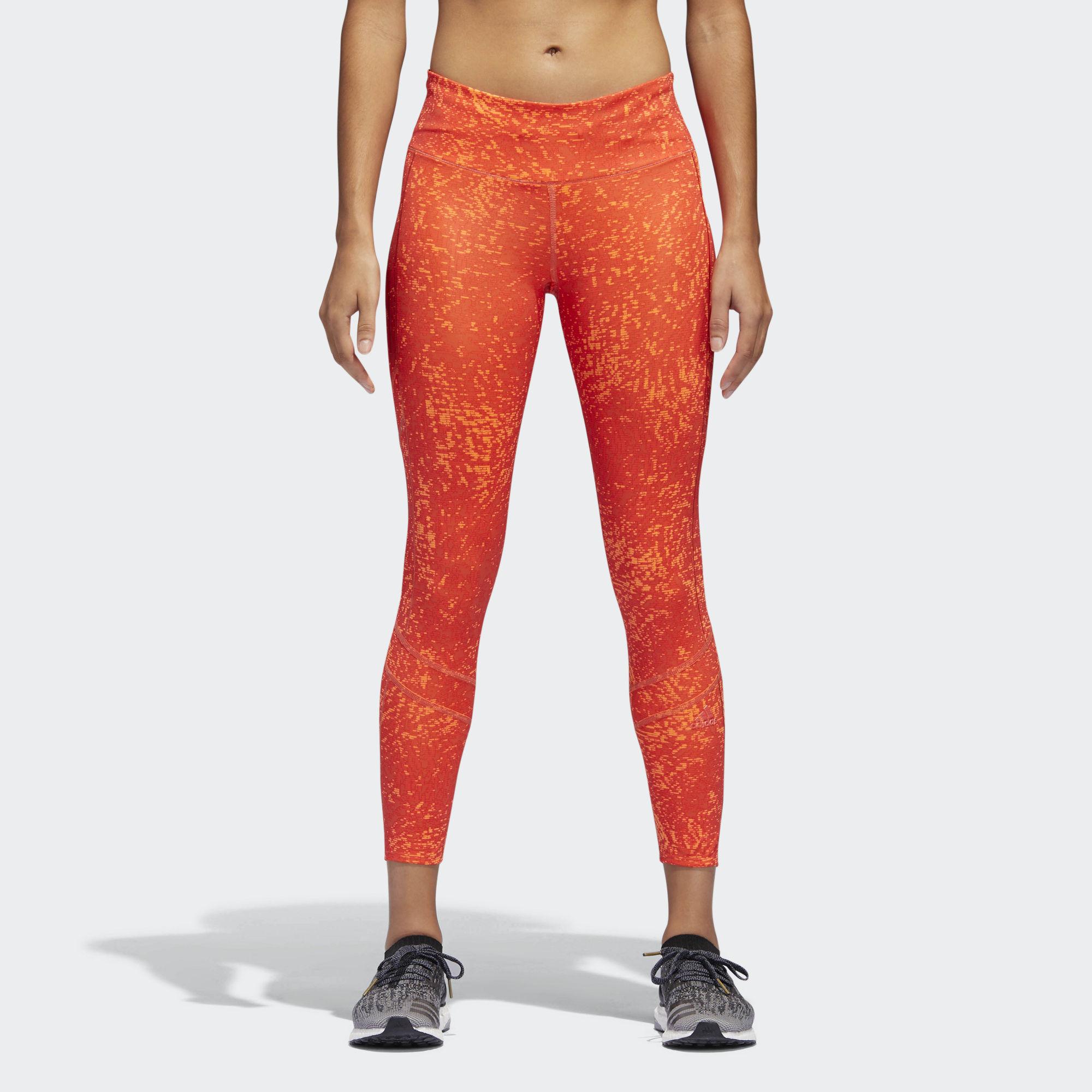 Тайтсы женские Adidas How We Do Tight, цвет: оранжевый. CG1112. Размер XS (40/42)CG1112Женские беговые тайтсы от adidas выполнены эластичного полиэстера. Материал отводит излишки тепла от кожи, обеспечивая отличную вентиляцию в самые напряженные моменты тренировки. Плоские швы снижают риск раздражения кожи. Облегающий крой создает современный образ.