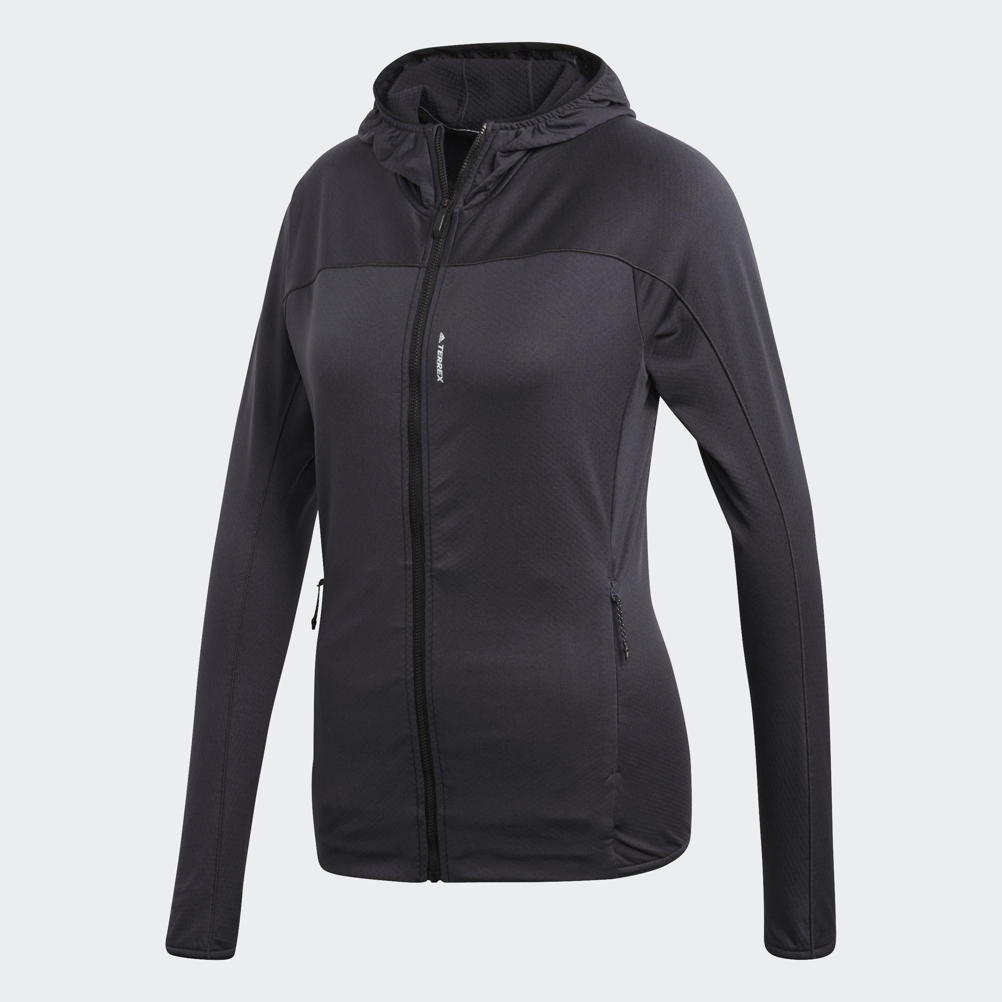 Толстовка женская adidas W Tracero Ho Fl, цвет: черный. CG2421. Размер 40 (46/48)CG2421Женская флисовая толстовка от adidas, созданная для комфорта движений и отличной вентиляции. Подкладка из материала с вафельной текстурой эффективно отводит излишки влаги и позволяет коже дышать. Благодаря приталенному крою и облегающему капюшону модель легко надевается под теплую куртку или жилет. Мягкий эластичный флис для полной свободы движений.