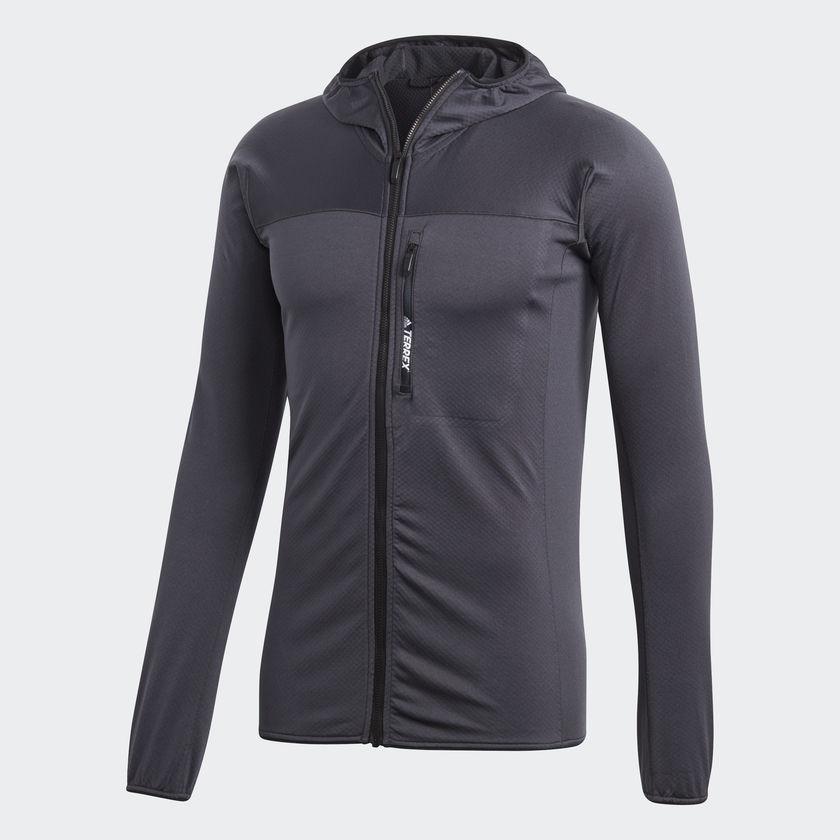 Толстовка мужская adidas Tracerock Ho Fl, цвет: черный, серый. CG2430. Размер (46)CG2430Мужская флисовая толстовка от adidas, созданная для комфорта движений и отличной вентиляции. Подкладка из материала с вафельной текстурой эффективно отводит излишки влаги и позволяет коже дышать. Благодаря приталенному крою и облегающему капюшону модель легко надевается под теплую куртку или жилет. Мягкий эластичный флис для полной свободы движений.