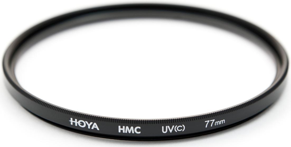 Hoya UV(C) HMC Multi светофильтр ультрафиолетовый (77 мм)24066051400Светофильтр HOYA UV(C) HMC MULTI ультрафиолетовый с многослойным просветлением защитит ваши снимки от воздействия невидимого ультрафиолетового излучения, которое часто делает изображение неясным и нечетким в ясный, солнечный день. Однако его применение намного меньше оказывает влияния на экспозицию, чем при применении обычных ультрафиолетовых светофильтров благодаря структуре используемого стекла и его параметрам. Также он рекомендуется к повседневному использованию в качестве защитного светофильтра для предотвращения попадания грязи, пыли, капель воды и отпечатков пальцев на линзу объектива.Оправа светофильтра выполнена из алюминиевого сплава, что придает дополнительную защиту объективу. Благодаря более мягкой структуре металла при ударе алюминиевые оправы светофильтров Ноуа поглощают часть энергии за счет деформации. Замена светофильтра намного дешевле замены всего объектива. Высококачественное стекло и многослойное просветление HOYA MultiCoating (HMC) состоит из нескольких слоев с каждой стороны светофильтра.Характеристики - Преимущества- Тип просветления – Многослойное - Многослойное просветление Ноуа уменьшает отражение света от поверхности с 9% до 1-2%- Совместимость – со всеми пленочными и цифровыми фото/видео камерами.- Применение прозрачного стекла, без железистых примесей с просветлением обеспечивают уровень светопропускания практически 100%.