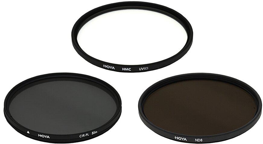 Hoya Digital Filter Kit II набор светофильтор (72 мм)24066059017Набор фильтров DIGITAL FILTER KIT II Набор фильтров Hoya DIGITAL FILTER KIT II включает в себя три вида наиболее популярных фильтров : UV(C) HMC, PL-CIR, NDX8, а также чехол для хранения. Набор позволяет сэкономить, так как его цена выгоднее, чем цена на товар отдельно. UV(C) HMCФильтр защитит снимки от UV-лучей. Благодаря особой структуре используемого стекла фильтр не влияет на качество изображения. Имеет многослойное двухстороннее просветление, а также антибликовое покрытие . PL-CIR Данный светофильтр отсекает поляризованные лучи и позволяет избежать нежелательных бликов и отражений от плоских неметаллических поверхностей (стекло, вода), а так же делать изображение более контрастным и насыщенным. В наборе Hoya DIGITAL FILTER KIT II фильтр PL-CIR тоньше, чем в предыдущей версии набора.NDX8Этот фильтр уменьшает количество света, попадающего в объектив. Таким образом, при ярком освещении можно вести съемку на открытой диафрагме и использовать более длинные выдержки для достижения эффекта динамики движущихся объектов или размытого эффекта . Цифра в названии фильтра обозначает степень затемнения.Степень затемнения- 8, пропускная способность -12.5%, плотность - 0.9 f/stop 3