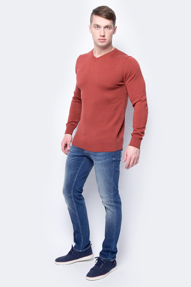 Джемпер мужской Sela, цвет: бордовый. JR-214/857-8152. Размер XL (52)JR-214/857-8152Мужской джемпер прилегающего силуэта из 100% хлопка с V-образной горловиной отлично подойдет для создания повседневного образа.