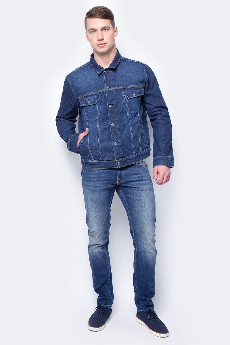 Куртка мужская Mustang New York Jacket, цвет: синий. 3309-5338-072. Размер XXL (54)3309-5338-072Джинсовая куртка Mustang New York Jacket изготовлена из эластичного хлопка. Модель с отложным воротником застегивается на пуговицы. Спереди расположены нижние прорезные карманы и верхние карманы с клапанами на пуговицах. По бокам куртки имеются пуговицы, регулирующие объем.