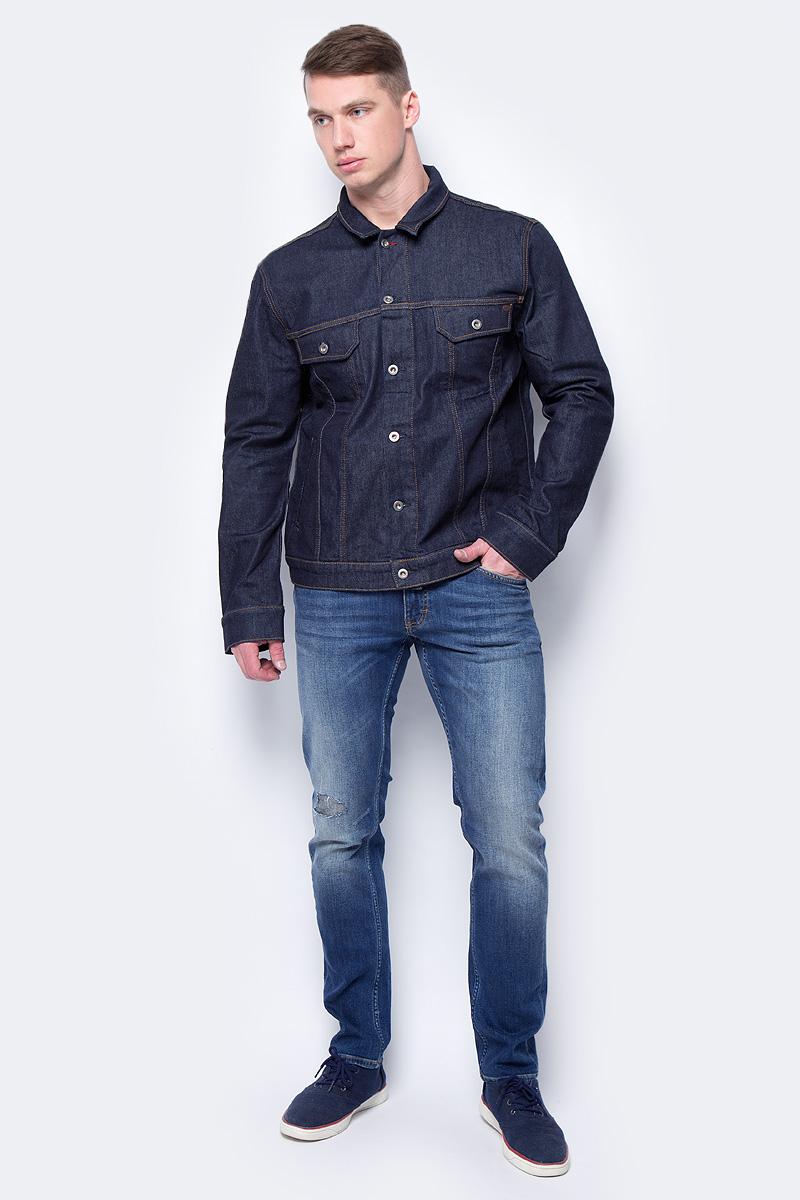 Куртка мужская Mustang New York Jacket, цвет: темно-синий. 3309-5338-099. Размер M (48)3309-5338-099Джинсовая куртка Mustang New York Jacket изготовлена из эластичного хлопка. Модель с отложным воротником застегивается на пуговицы. Спереди расположены нижние прорезные карманы и верхние карманы с клапанами на пуговицах. По бокам куртки имеются пуговицы, регулирующие объем.