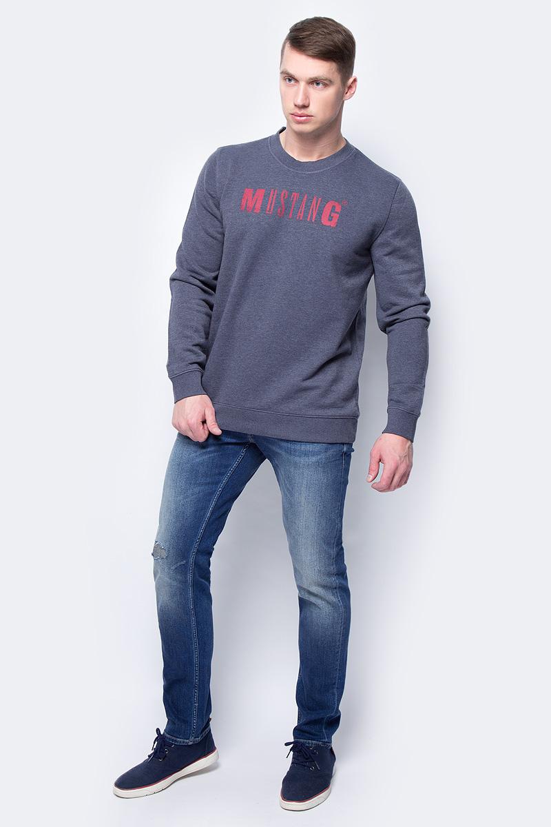 Толстовка мужская Mustang Logo Sweatshirt, цвет: синий. 1005456-5370. Размер L (50)1005456-5370Мужская толстовка Mustang Logo Sweatshirt выполнена из хлопка с добавлением полиэстера. Модель с длинными рукавами и круглым вырезом горловины оформлена надписью с названием бренда.