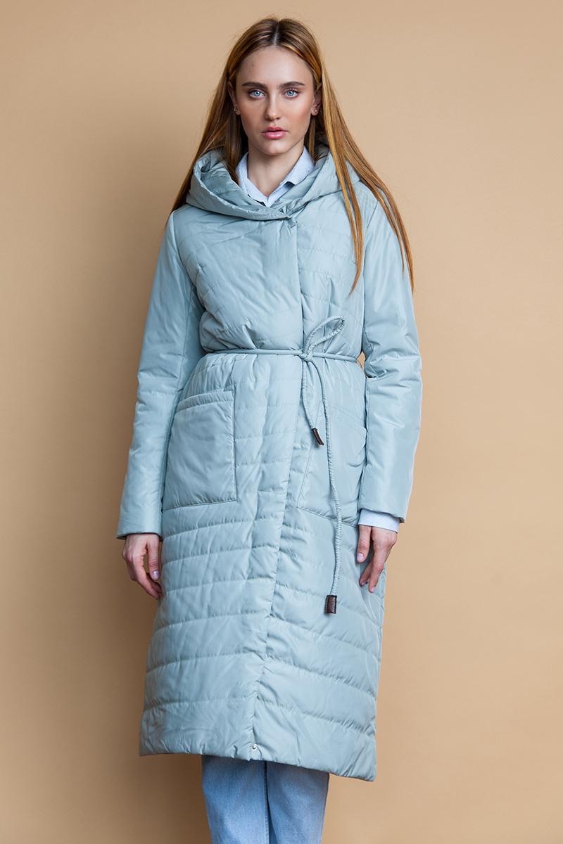 Куртка женская Clasna, цвет: голубой. CW18C-8603CW. Размер L (46)CW18C-8603CW(T704)Модная женская куртка Clasna, выполненная из стеганого высококачественного материала с синтепоновым утеплителем, отлично подойдет для прохладной погоды. Удлиненная модель прямого кроя с капюшоном застегивается на двухзамковую молнию с ветрозащитной планкой на кнопках и дополнена двумя накладными карманами. Линию талии подчеркивает входящий в комплект пояс-шнурок.