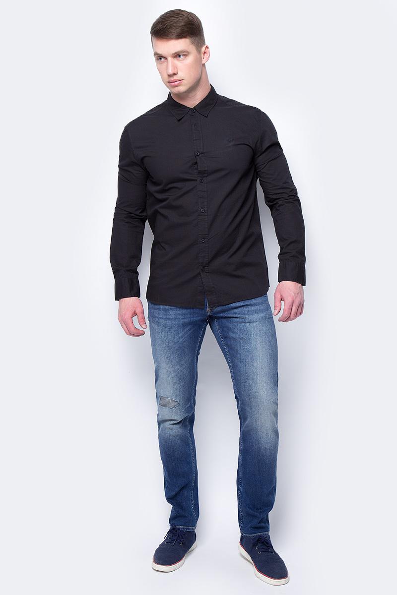 Рубашка мужская Mustang 1/1Slv_0/P_K, цвет: черный. 4602-4240-440. Размер L (50)4602-4240-440Мужская рубашка Mustang с длинными рукавами и отложным воротником изготовлена из натурального хлопка и оформлена небольшой вышивкой в виде логотипа бренда. Рубашка застегивается на пуговицы. Манжеты рукавов дополнены застежками-пуговицами.