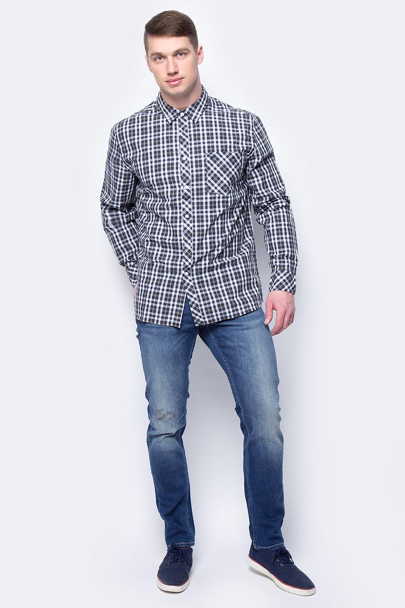 Рубашка мужская Mustang 1/1Slv_1/P_K, цвет: белый, синий. 1005201-10867. Размер XXXL (56)1005201-10867Мужская рубашка Mustang выполнена из натурального хлопка. Модель свободного кроя с длинными рукавами и отложным воротником застегивается на пуговицы. На груди рубашка дополнена накладным карманом.