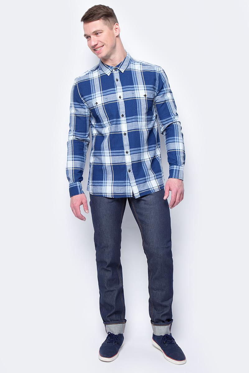 Рубашка мужская Mustang Men Blouse/Shirt 1/1 Sleeve, цвет: белый, синий. 1005205-10857. Размер XL (52)1005205-10857Мужская рубашка Mustang выполнена из натурального хлопка. Модель приталенного кроя с длинными рукавами и отложным воротником застегивается на пуговицы. На груди рубашка дополнена двумя накладными карманами на пуговицах.