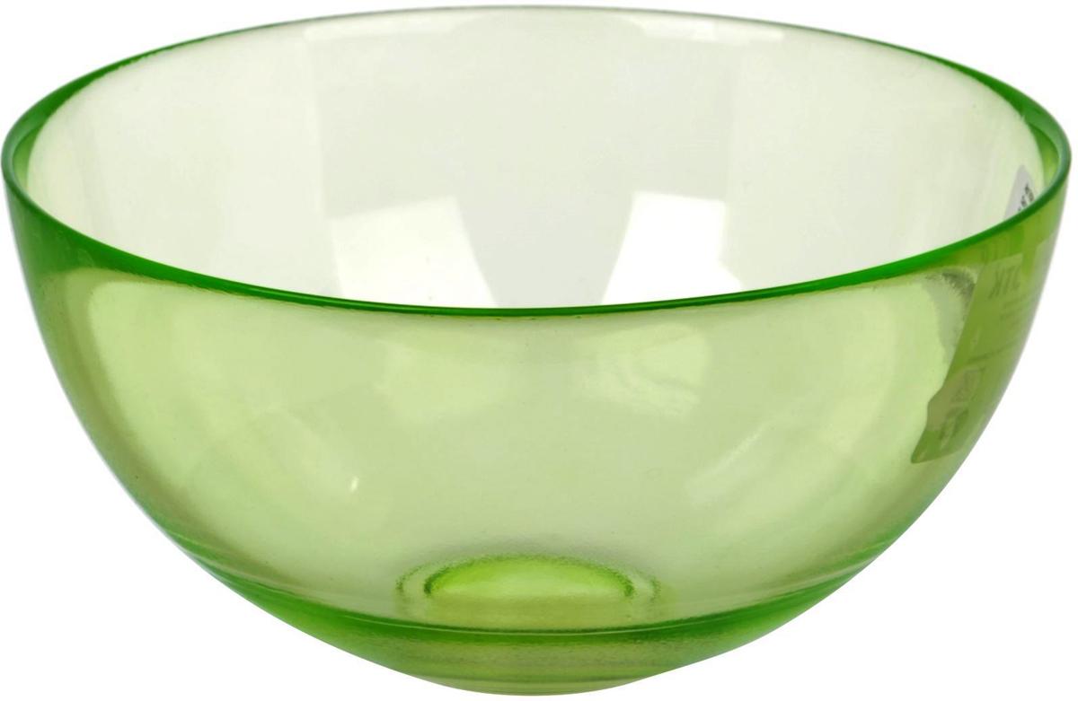 Салатник Nina Glass Лагуна, цвет: зеленый, диаметр 15 смNG83-052GСтеклянная посуда Никольского завода светотехнического стекла, известная под торговой маркой NinaGlass, успешно продается в российских магазинах. Продукция выглядит презентабельно, ассортимент весьма широк. Яркие, емкие, приятные тактильно салатники будут шикарно смотреться на обеденном столе. Салатники и блюда предназначены для сервировки стола. Пригодны для ежедневного использования.Цветные салатники и тарелки NinaGlass нельзя использовать в СВЧ и мыть в ПММ.