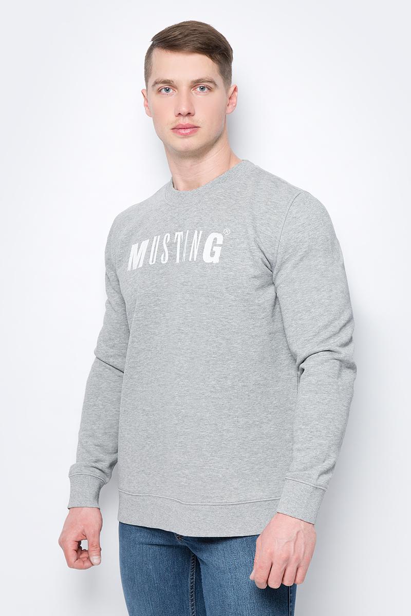 Толстовка мужская Mustang Logo Sweatshirt, цвет: серый. 1005456-4140. Размер L (50)1005456-4140Мужская толстовка Mustang Logo Sweatshirt выполнена из хлопка с добавлением полиэстера. Модель с длинными рукавами и круглым вырезом горловины оформлена надписью с названием бренда.