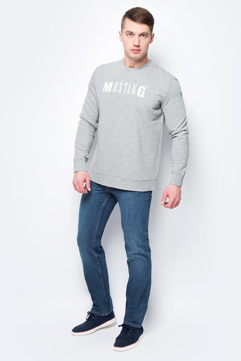 Толстовка мужская Mustang Logo Sweatshirt, цвет: серый. 1005456-4140. Размер S (46)1005456-4140Мужская толстовка Mustang Logo Sweatshirt выполнена из хлопка с добавлением полиэстера. Модель с длинными рукавами и круглым вырезом горловины оформлена надписью с названием бренда.