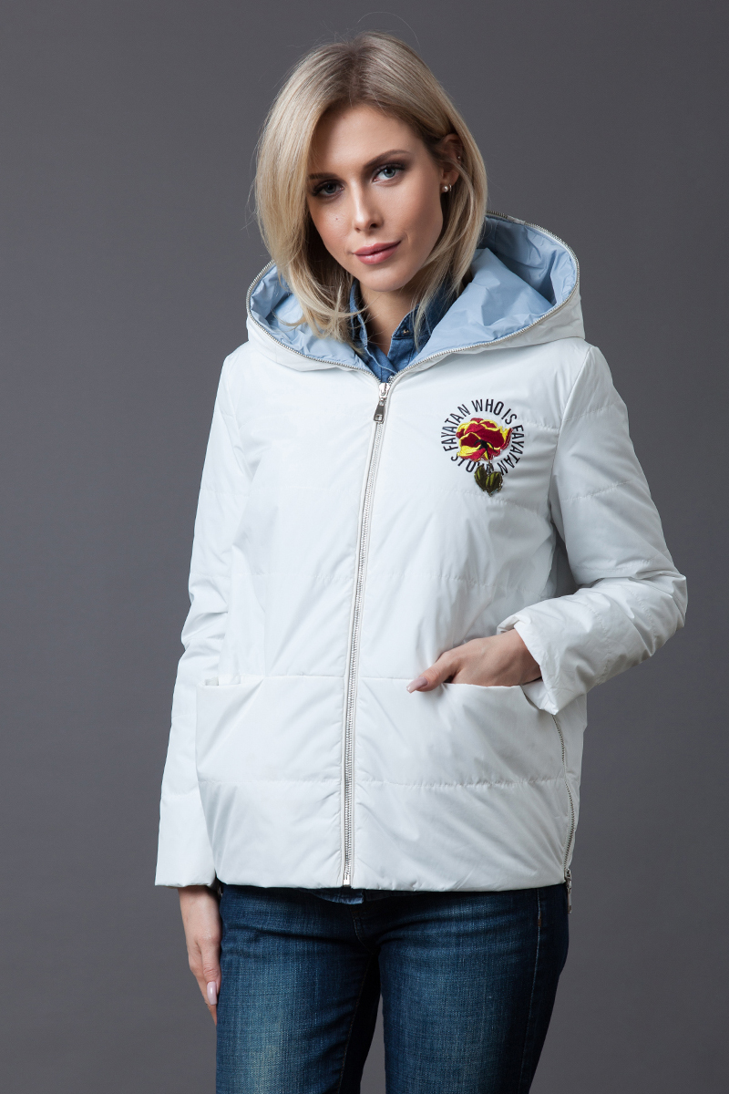 Куртка женская Malinardi, цвет: белый. MR18C-18222(2). Размер M (44)MR18C-18222(2)Модная женская куртка Malinardi, выполненная из высококачественного материала с синтепоновым утеплителем, отлично подойдет для прохладной погоды. Модель прямого кроя застегивается на молнию и оформлена цветочной вышивкой спереди и на спинке. Изделие дополнено двумя прорезными карманами и разрезами на молнии по бокам.
