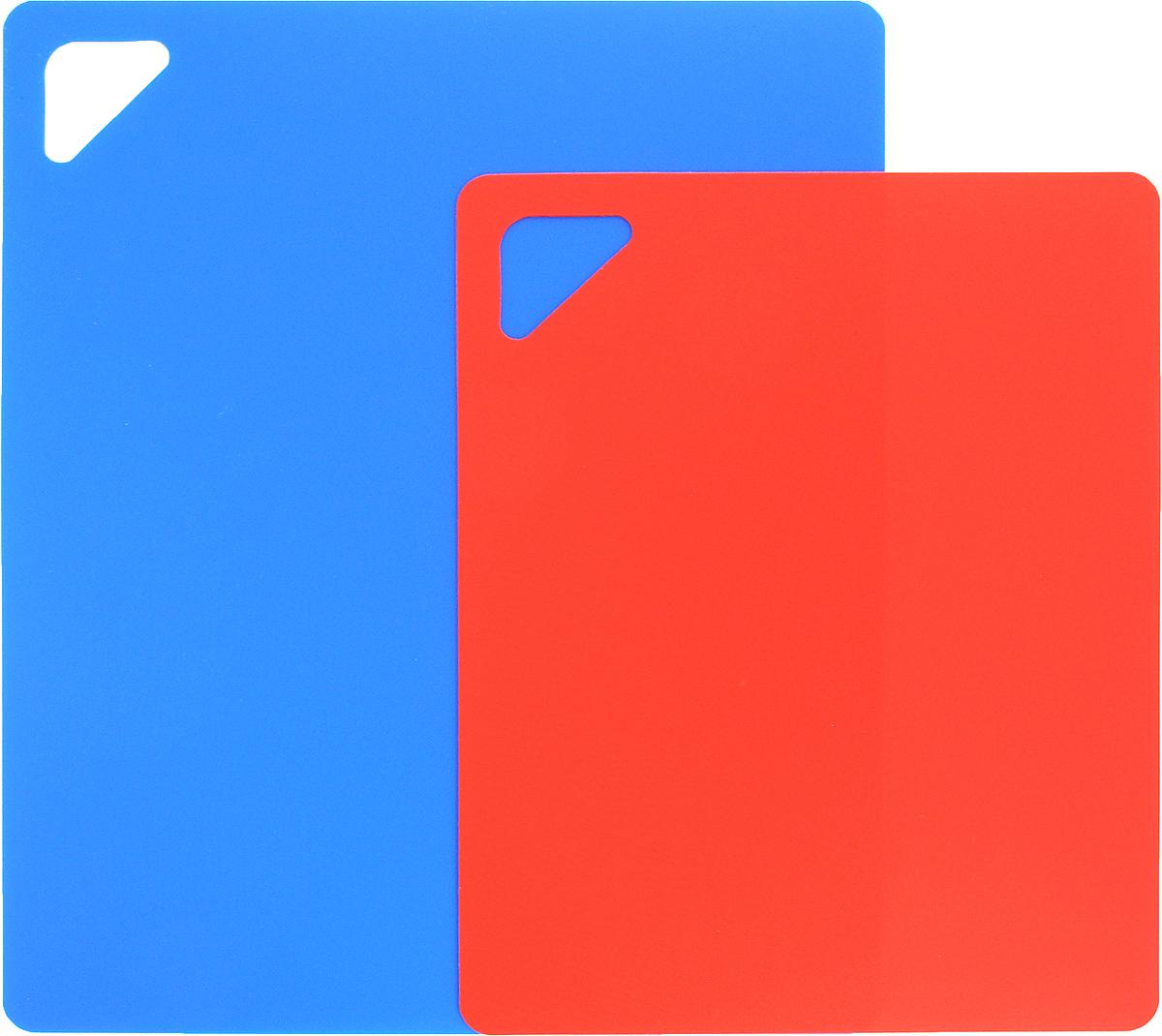 Разделочная доска Домашний Сундук, гибкая, цвет: синий, красный, 2 штДС-176_синий,красныйРазделочная доска Домашний Сундук, изготовленная из гибкого полиэтилена, прекрасно подходит для разделки всех видов пищевых продуктов. Не вступает в химическую реакцию, не выделяет вредных веществ, предотвращает размножение болезнетворных микроорганизмов на поверхности доски. Разделочная доска плотно прилегает к любой поверхности стола или столешницы и не скользит.Порадуйте себя и своих близких качественным и функциональным подарком.
