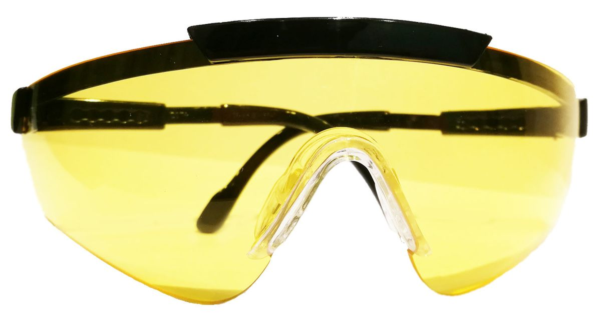 Очки стрелковые Sporty, цвет: желтый1060-5Правильный подбор стрелковых очков – это гарант комфорта и отменного результата при занятиях спортивной стрельбой или охотой. Отсутствие очков может стать серьезной угрозу здоровью и безопасности спортсмена или же охотника. Стрелковые очки Sporty швейцарского производителя являются гарантом защиты глаз в любых погодных условиях. Стрелковые очки Sporty уже давно зачислены к первому классу оптики. Очки можно отрегулировать по длине за счет дужек. Данные очки - это еще и защита от ультрафиолетового ожога до 400нМ. Для их изготовления применяется современный пластик, что говорит о прочности, а линзы покрываются защитой от механических повреждений.Зачем нужны стрелковые очки?Причина №1: правила. Не важно, чем вы занимаетесь – страйкболом, практической стрельбой из ружья или пистолета – в правилах будет сказано, что к тренировкам и участию в соревнованиях допускаются только те, у кого есть защитные очки. Для соответствия этим правилам зачастую достаточно купить любые защитные очки.Причина №2: ультрафиолет. Длительное воздействие ультрафиолетовых лучей может привести к ухудшению зрения, поэтому во время занятий страйкболом или прогулок в солнечный день используются очки. От ультрафиолетовых лучей защищают не только темные очки, но и прозрачные или цветные линзы со специальным покрытием. Такое покрытие имеют практически все современные стрелковые очки.Причина №3: пороховые газы. В первую очередь это относится к любителям практической стрельбы из полуавтоматов. Завершающий выстрел, вылетающая гильза и – затвор встает на задержку, а лицо окатывает теплой волной. Это пороховые газы, а порой и частички несгоревшего пороха вырываются наружу из открытого патронника. Чтобы защитить глаза от них подойдут любые стрелковые очки с линзами, полностью закрывающими глаза.Причина №4: гильзы. Стоит встать справа от стрелка с помпой или полуавтоматом, как вас начнет осыпать гильзами, вылетающими из его оружия! Это очень неприятно, но не так опасно, 