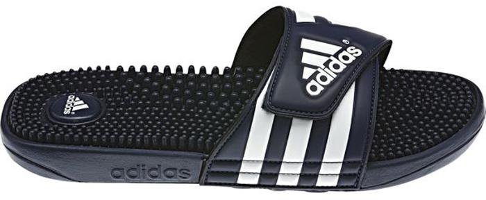 Шлепанцы мужские Adidas Adissage, цвет: темно-синий. 078261. Размер 10 (43)78261Лаконичные шлепанцы в спортивном стиле Adidas Adissage с удобным ремешком на липучке и массажной стелькой из термопластичной резины для большего комфорта. Литая подошва из ЭВА обеспечивает мягкую амортизацию.
