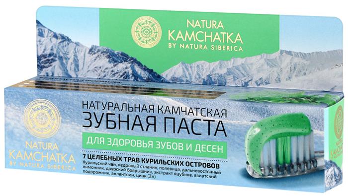 Natura Siberica Kamchatka Паста зубная натуральная камчатская Для здоровья зубов и десен, 100 мл086-9-36596Природные компоненты натуральной камчатской зубной пасты бережно и деликатно очищают, эффективно и мягко отбеливают. Входящие в состав минералы и натуральные фитоэкстракты укрепляют и восстанавливают эмаль зубов, сохраняя ее здоровье. Курильский чай предотвращает воспалительные процессы, укрепляя десны. Кедровый стланик эффективно борется с распространением бактерий в полости рта, освежает дыхание. Дальневосточный лимонник - природный антисептик, предотвращает развитие кариеса и эффективно освежает дыхание. Даурский боярышник и полевица обеспечивают деликатное очищение, свежее дыхание и здоровые десны. Дикорастущая яцубике более чем на 30% состоит из жирных масел, витамина С и сапонинов, которые эффективно укрепляют и питают десны. Азиатский подорожник обладает мощным противовоспалительным действием, укрепляет десны, помогая устранить кровоточивость. Аллантоин способствует регенерации и быстрому заживлению десен. Цинк (Zn) обеззараживает полость рта и освежает дыхание, снижает чувствительность эмали. Запатентованная молекула Physcool, полученная из листьев перечной мяты, обеспечивает длительное ощущение свежести.