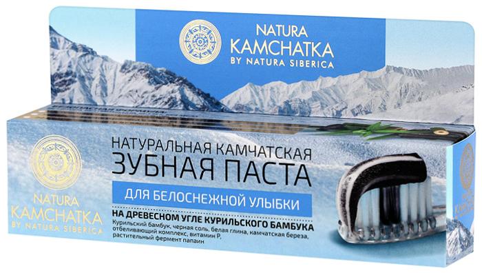 Natura Siberica Kamchatka Паста зубная натуральная камчатская Для белоснежной улыбки, 100 мл086-9-36602Природные компоненты натуральной камчатской зубной пасты эффективно очищают поверхность зубов, не повреждая эмаль. Натуральные экстракты и масла, входящие в состав пасты, предотвращают воспаление и кровоточивость десен, сохраняя их здоровыми, а дыхание свежим. Черная соль прекрасный природный антисептик, предотвращает распространение бактерий в полости рта. Белая глина деликатно отбеливает и полирует эмаль до блеска. Камчатская береза эффективно восстанавливает и тонизирует десны. Березовый уголь мягко очищает и отбеливает эмаль. Отбеливающий комплекс деликатно очищает эмаль зубов, улучшая природный цвет эмали. Витамин Р препятствует появлению кариеса и помогает предотвратить кровоточивость десен. Растительный фермент папаин препятствует образованию налета и зубного камня, помогая сохранить белизну зубов. Запатентованная молекула Physcool, полученная из листьев перечной мяты, обеспечивает длительное ощущение свежести.