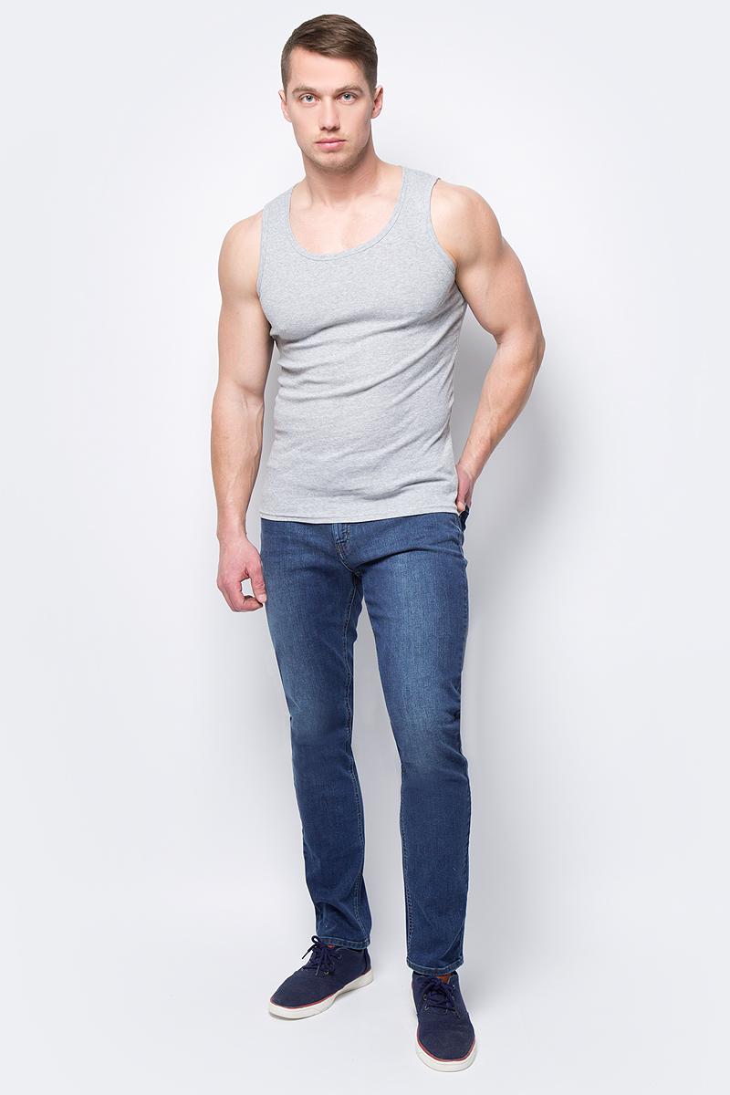 Джинсы мужские Sela, цвет: синий. PJ-235/030-8172. Размер 28-176 (44-176)PJ-235/030-8172Мужские джинсы от Sela выполнены из эластичного хлопкового денима. Модель прямого кроя в поясе застегивается на пуговицу и имеет ширинку на молнии и шлевки для ремня. джинсы имеют классический пятикарманный крой.