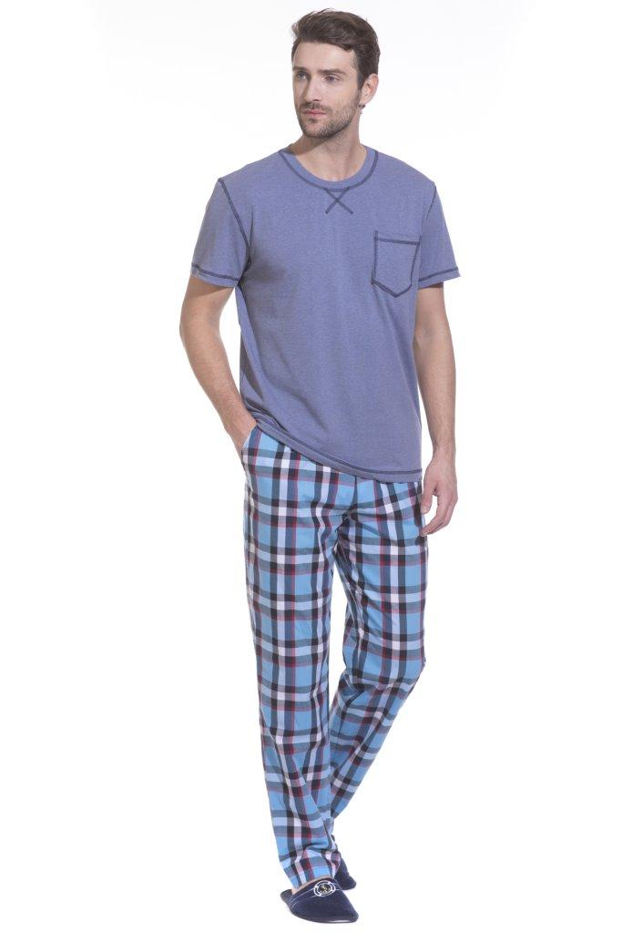 Домашний комплект мужской Peche Monnaie: брюки, футболка, цвет: голубой. 29. Размер 2XL (54/56)29Легкая и комфортная домашняя пижама или домашний костюм на каждый день, состоящий из футболки с короткими рукавами и брюк. Идеальные лекала обеспечивают оптимальную посадку, а высокое качество натуральных материалов дарит ощущение уюта и комфорта. Изделие свободного кроя абсолютно не сковывает движений, позволяя телу полностью расслабиться и ощутить настоящую свободу.Футболка с О-образным вырезом, прямого силуэта - Regular Fit. Оригинальный декоративный внешний шов украшает элементы изделия, на груди удобный карман.