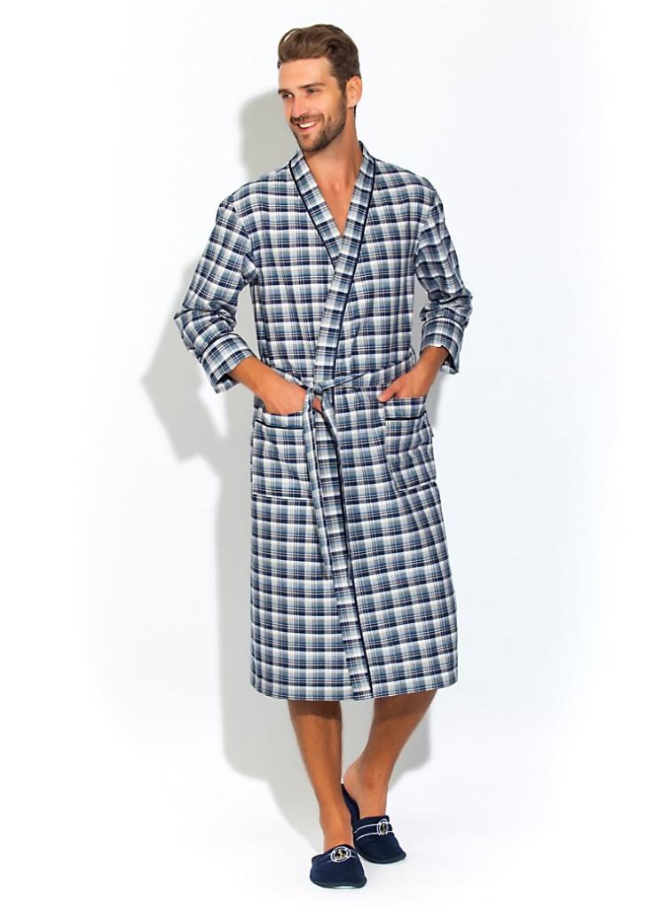 Халат мужской Peche Monnaie, цвет: серый. 31. Размер XL (50/52)31Мужской халат Peche Monnaie выполнен из тканого полотна поплин - это 100% натуральный эко-хлопок высшей категории. Необыкновенно легкая, мягкая и прочная ткань делает халат невесомым, не сковывает движений и позволяет телу свободно дышать. Модель имеет воротник в стиле кимоно, оптимальную длину ниже середины икры, накладные карманы для мелочей. Декоративный кант украшает полы халата, ворот и манжеты рукава. Красивый рисунок в мелкую клетку по всему изделию. Попадая домой или в баню, вы ни на секунду не захотите расставаться с этим халатом. Европейский стиль и дизайн для ценителей классики в сочетании с современными тенденциями. Великолепный вариант на каждый день и жарким летом, и зимой. Халат упакован в фирменную подарочную коробку.