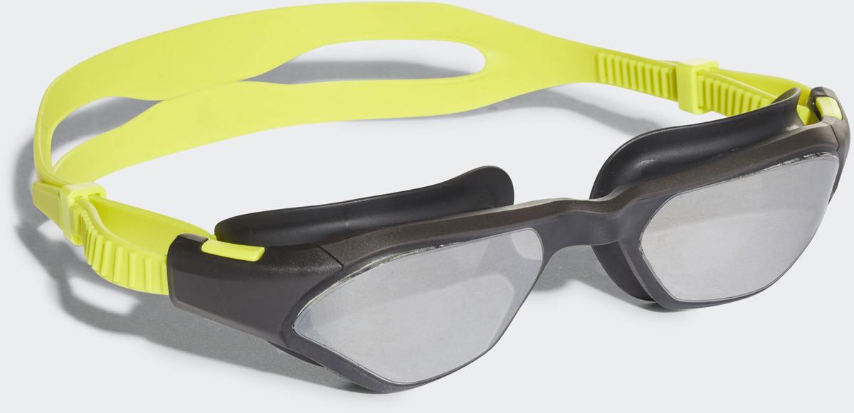 Очки для плавания Adidas Persistar 180 M, цвет: черный, желтыйBR5795Не упускай свою цель из вида в этих очках для плавания. Модель с зеркальными линзами, цельной оправой и широким углом обзора напоминает солнцезащитные очки. Двойной ремешок легко регулировать одной рукой.Силуэт солнцезащитных очков; цельная оправа. Полный угол обзора в 180 градусов. Регулируемая носовая перегородка. Регулируемый двойной ремешок для оптимальной посадки. Защита от УФ-лучей; специальная обработка для защиты от запотевания; зеркальные линзы. Модель предназначена для регулярных тренировок: ее выбирают спортсмены-любители, которые тренируются для развития выносливости и улучшения собственной физической формы, поэтому ценят прочность и комфорт. 100% литой поликарбонат.