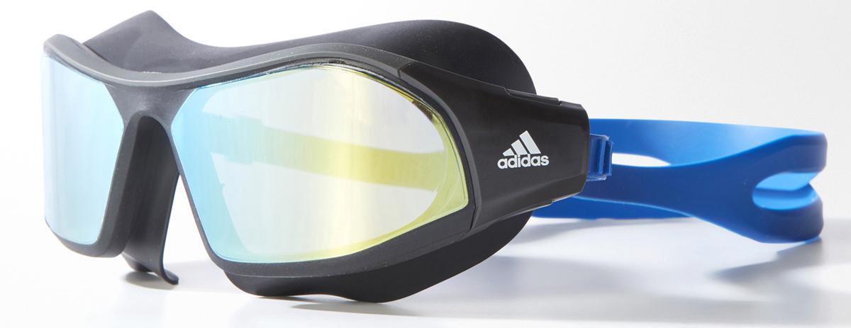 Очки для плавания Adidas Persistar Maskm, цвет: черный, синийBR5808Зеркальные очки с удобным дизайном маски для плавания. Очки, которые ты носишь часами, должны быть комфортными. Эта модель в стиле плавательной маски с зеркальными линзами обеспечивает полный угол обзора в 180 градусов. Двойной ремешок позволяет легко регулировать посадку одной рукой.Регулируемая носовая перегородка. Защита от УФ-лучей; специальная обработка для защиты от запотевания. Модель предназначена для регулярных тренировок: ее выбирают спортсмены-любители, которые тренируются для развития выносливости и улучшения собственной физической формы, поэтому ценят прочность и комфорт.