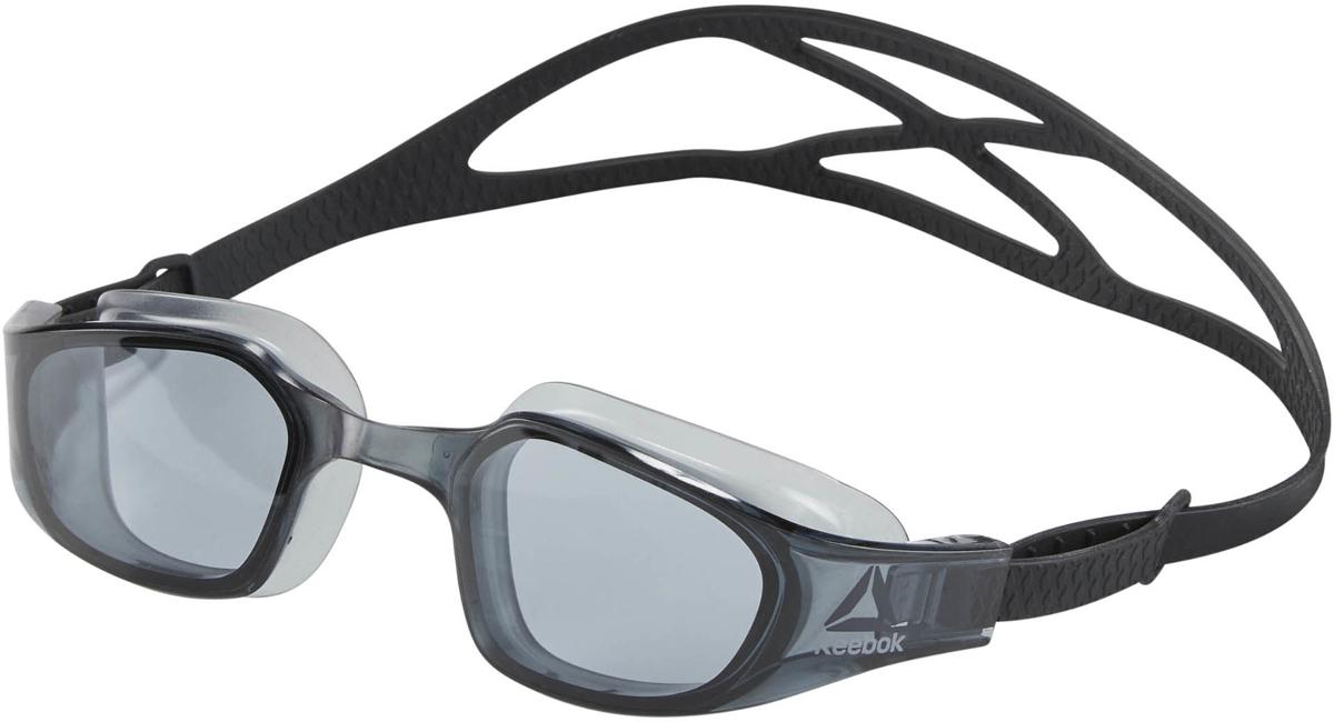 Очки для плавания Reebok Swim Training Goggl, цвет: черныйCE1514Удобные и функциональные очки для плавания. Зеркальная поверхность линз с защитой от ультрафиолета и покрытием от запотевания обеспечит отличную видимость под водой. Двойной силиконовый ремешок с системой легкой фиксации гарантирует комфортную посадку. Универсальный размер Идеально для плавания и водных видов спорта Большие линзы для лучшего обзора Эластичный силиконовый ремешок для комфорта Легкая регулировка размера Зеркальные линзы с защитой от ультрафиолета и покрытием от запотевания для четкой видимости под водой