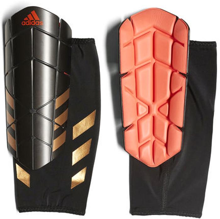 Щитки футбольные Adidas Ghost Pro, цвет: черный. Размер SCF2430Щитки Adidas Ghost Pro для искусного маневрирования. Уверенно обходи защиту в этих футбольных щитках. Гибкие пластины повторяют изгибы голени и не сковывают движения во время маневрирования. Компрессионный рукав удерживает щитки на месте до конца матча.Гибкие рельефные пластины удобного размера обеспечивают максимальную защиту. Внутренний слой из ЭВА для оптимального комфорта и амортизации. Съемная передняя панель обеспечивает идеальную посадку и комфорт. Три полоски и логотип  на лицевой стороне. Щитки выполнены из 95% полипропилена и 5% термопластичной резины.