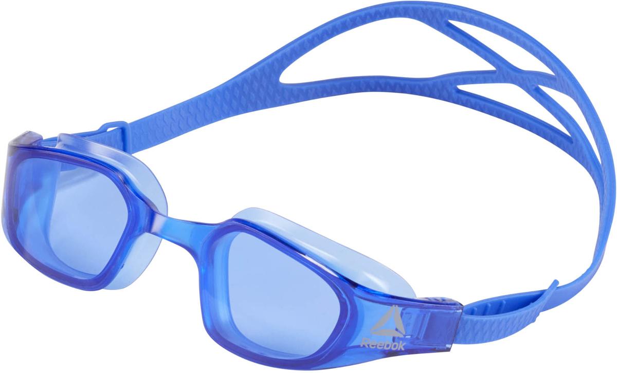 Очки для плавания Reebok Swim Training Goggl, цвет: синийCW1647Удобные и функциональные очки для плавания. Зеркальная поверхность линз с защитой от ультрафиолета и покрытием от запотевания обеспечит отличную видимость под водой. Двойной силиконовый ремешок с системой легкой фиксации гарантирует комфортную посадку. Универсальный размер. Идеально для плавания и водных видов спорта. Большие линзы для лучшего обзора. Эластичный силиконовый ремешок для комфорта. Легкая регулировка размера. Зеркальные линзы с защитой от ультрафиолета и покрытием от запотевания для четкой видимости под водой.