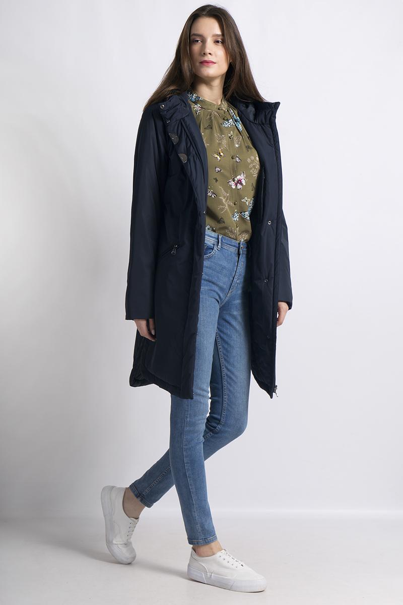 Пальто женское Finn Flare, цвет: темно-синий. B18-11016. Размер 2XL (52)B18-11016Утепленное пальто от Finn Flare выполнено из высококачественного материала. Удлиненная модель с длинными рукавами и капюшоном застегивается на молнию и имеет ветрозащитный клапан. По бокам пальто дополнено прорезными карманами на молниях.