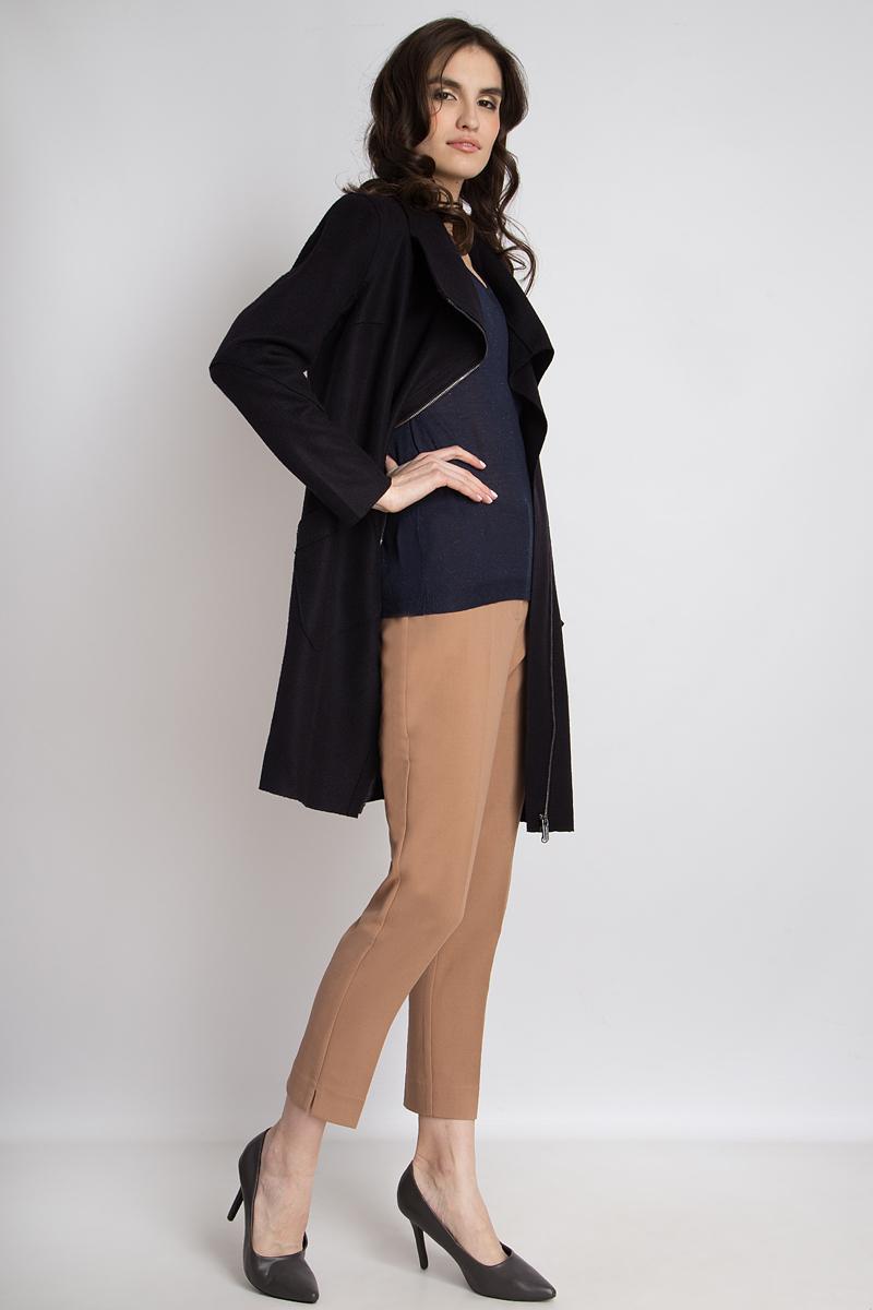 Пальто женское Finn Flare, цвет: темно-синий. B18-12087. Размер XL (50)B18-12087Элегантное легкое пальто от Finn Flare женственного силуэта выполнено из мягкого материала с добавлением согревающей шерсти. Асимметричная застежка-молния, а также накладные карманы являются интересными деталями, привлекающими взгляды. Благодаря классическому стилю модель можно комбинировать с разными шарфами и шапками. Высокий ворот не только защитит от холода, но и выглядит особенно стильно.