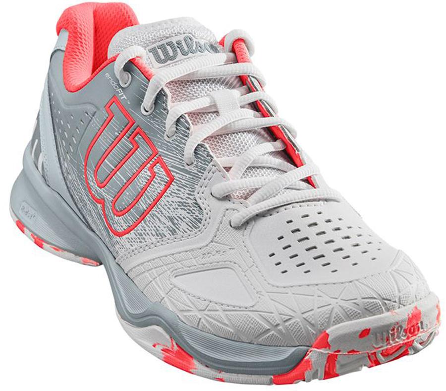 Кроссовки для тенниса женские Wilson Kaos Comp W, цвет: белый. WRS323900. Размер 4,5 (36,5)WRS323900Кроссовки Wilson Kaos Comp - это легкая и комфортная модель для быстрых и атакующих спортсменов всех возрастов. Идеальная посадка по ноге обеспечивается благодаря технологии EndoFit; максимальный контроль - благодаря технологии 2D-F.S для устойчивости и стабильности при боковых движениях. Шасси Pro-Torque Chassis LT в верхней части подошвы контролирует поверхности при небольшом весе обуви. Мягкая текстильная подкладка и формованная стелька Ortholite гарантируют комфорт и удобство во время носки.Кроссовки создают законченный образ с одеждой бренда Wilson.