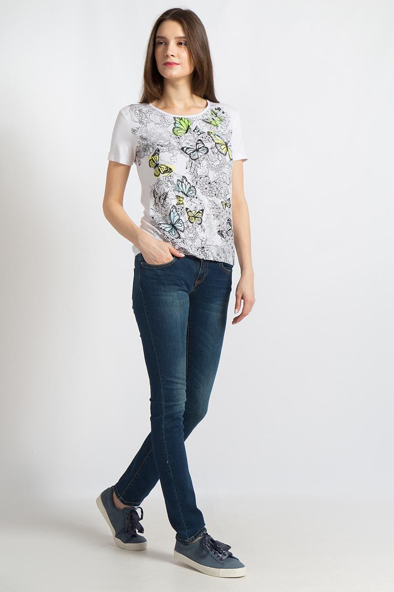 Футболка женская Finn Flare, цвет: белый. B18-12074. Размер S (44)B18-12074Эта футболка от Finn Flare привлекает взгляды благодаря своему яркому принту, а короткие рукава, удобный круглый вырез и подол на резинке придают расслабленности вашим повседневным образам. Данная модель идеально комбинируется с брюками, джинсами, юбками либо шортами и станет отличным дополнением любого гардероба. Мягкая ткань очень приятна на ощупь и позаботится о максимальном комфорте.