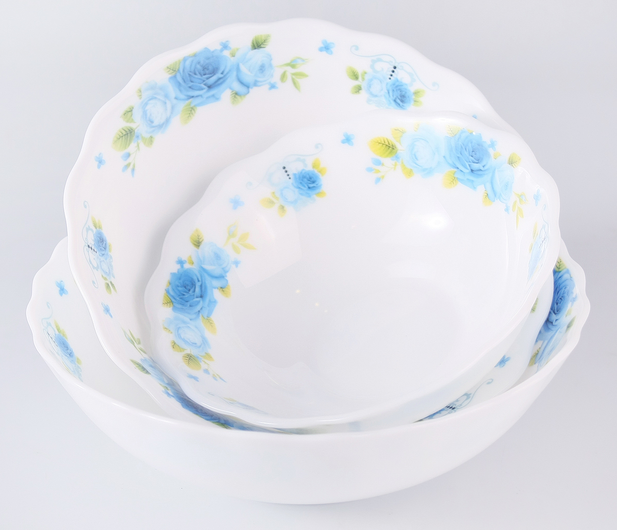 """Набор столовой посуды Olaff  """"Пасадена"""" состоит из 3 салатников.  В набор входят:  - 1 салатник 300 мл,  - 1 салатник 450 мл,  - 1 салатник 750 мл.  Набор продается в красивой подарочной упаковке.  Посуда изготовлена из качественной стеклокерамики."""