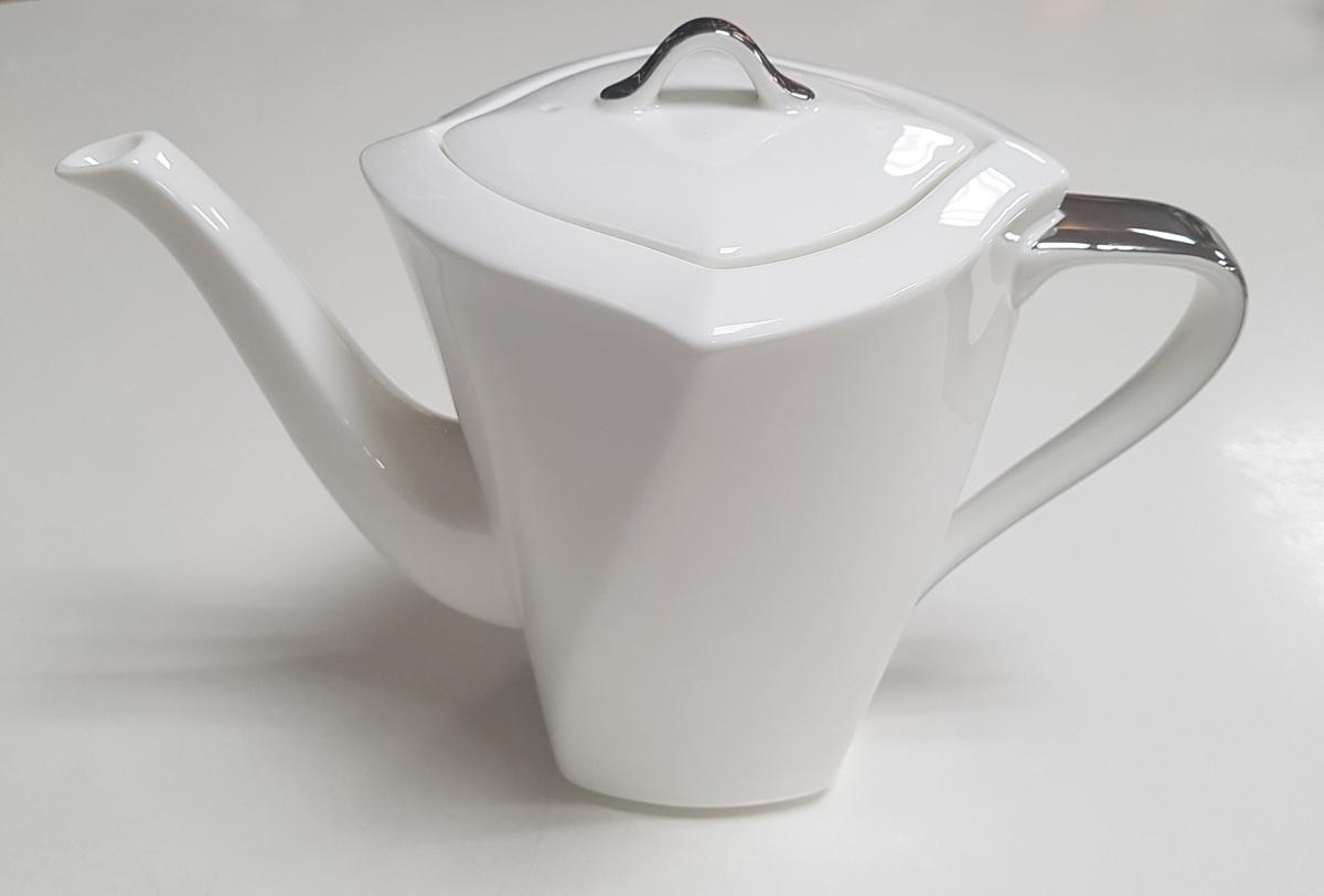 Кофейник Narumi, 300 млРП-50554-4568Кофейник Narumi выполнен из высококачественного фарфора. кофейник имеет необычную форму, оснащен удобной ручкой и крышкой. Кофейник не только украсит ваш кухонный стол и подчеркнет прекрасный вкус хозяина, но и станет отличным подарком для ваших близких и друзей.