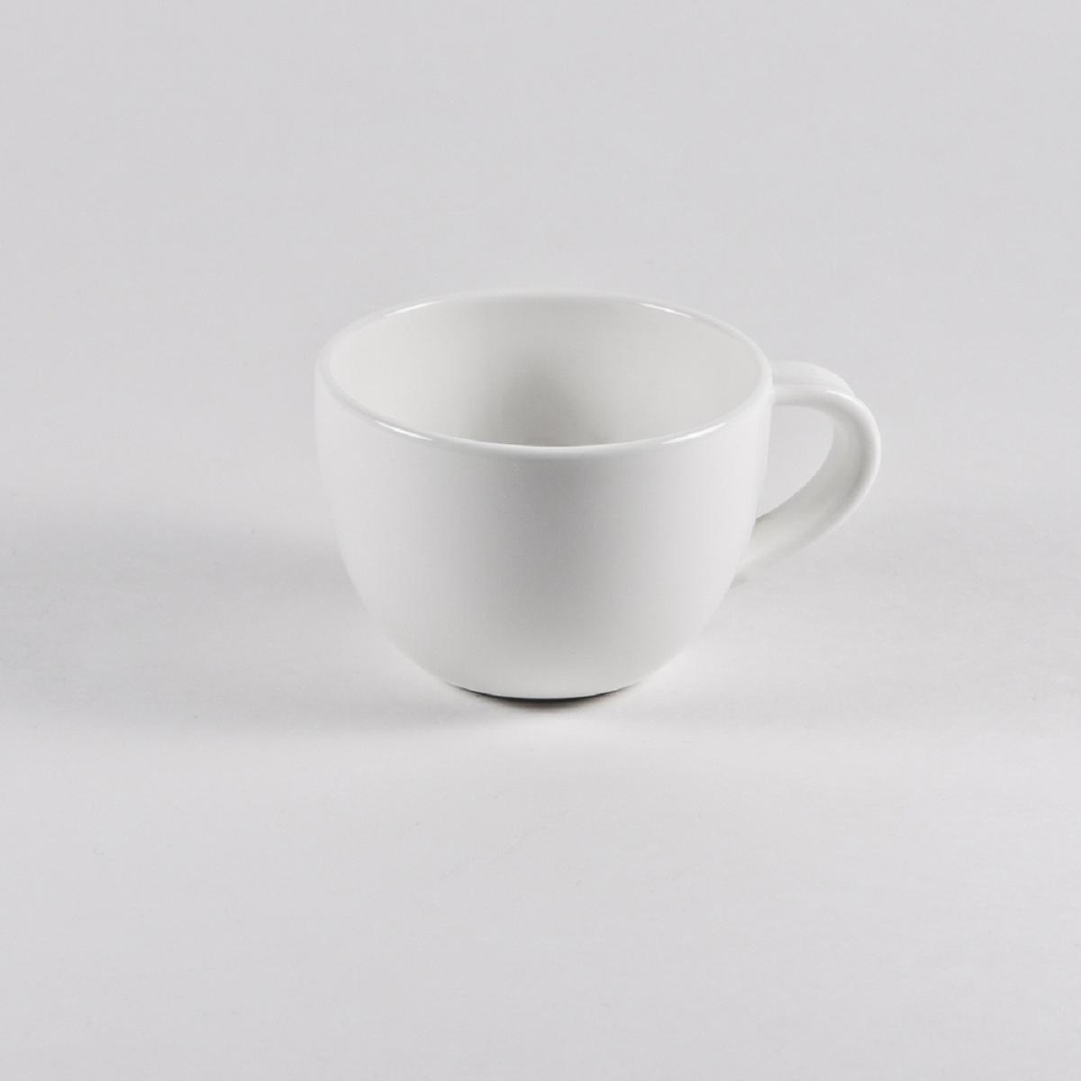 Чашка кофейная Royal Porcelain Максадьюра, 120 млРП-8518ROYAL новый уникальный продукт на рынке фарфора производится из материала, в состав которого входит алюминиум (глинозем) в виде порошка, что придаёт фарфору уникальные свойства: белоснежный цвет, как на поверхности, так и на изломе, более тонкие и изящные формы, так как добавление металла делает фарфоровую массу более пластичной, устойчивость к сколам и царапинам. Возможный перепад температур при эксплуатации до 200 градусов! Фарфор покрывается глазурью, что характеризует эту посуду как продукт высшего класса. Идеально подходит для использования в микроволновой печи и посудомоечной машине