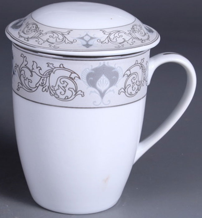 Кружка заварочная Olaff Mug Cover, с ситечком, 350 мл. LRS-MSCM-012LRS-MSCM-012Заварочная кружка Olaff Mug Cover изготовлена из фарфора. Изделие оснащено крышкой и металлическим ситечком. Благодаряситечку вы сможете заваривать чай непосредственно в кружке. Крышка дольше сохранит ваш напиток горячим.Кружка сочетает в себе оригинальный дизайн и функциональность. Благодаря такой кружке пить напитки будет еще вкуснее. Кружка Olaff Mug Cover согреет вас долгими холодными вечерами. Объем кружки: 350 мл.
