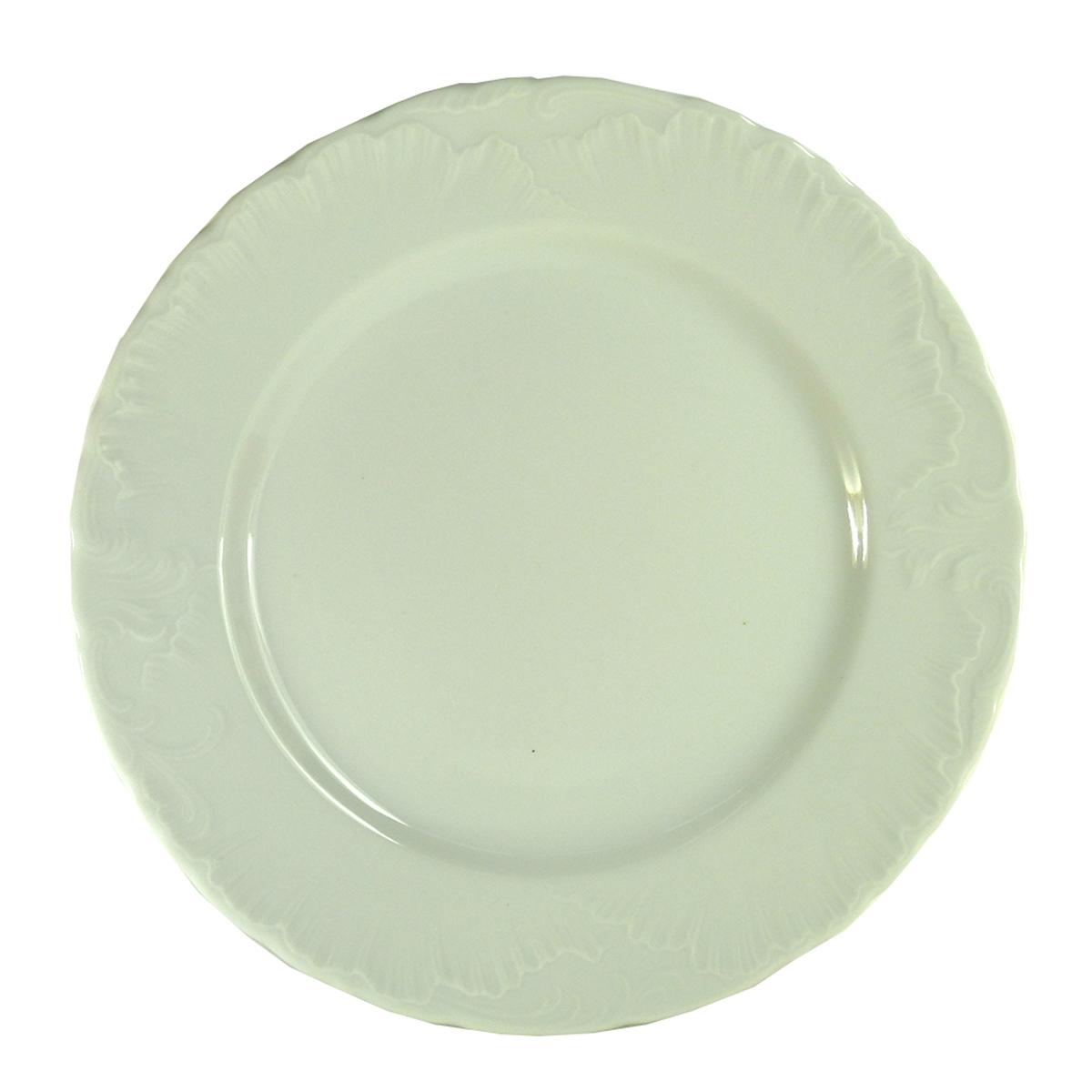 """Тарелка десертная Cmielow серии """"Rococo"""" - одна из старейших форм, производимых десятилетиями заводом """"Cmielow"""". Это пример """"исторической актуальности"""" заложенной в элегантную форму. Десертная тарелка 17 см. изготовлена из высококачественного польского фарфора."""