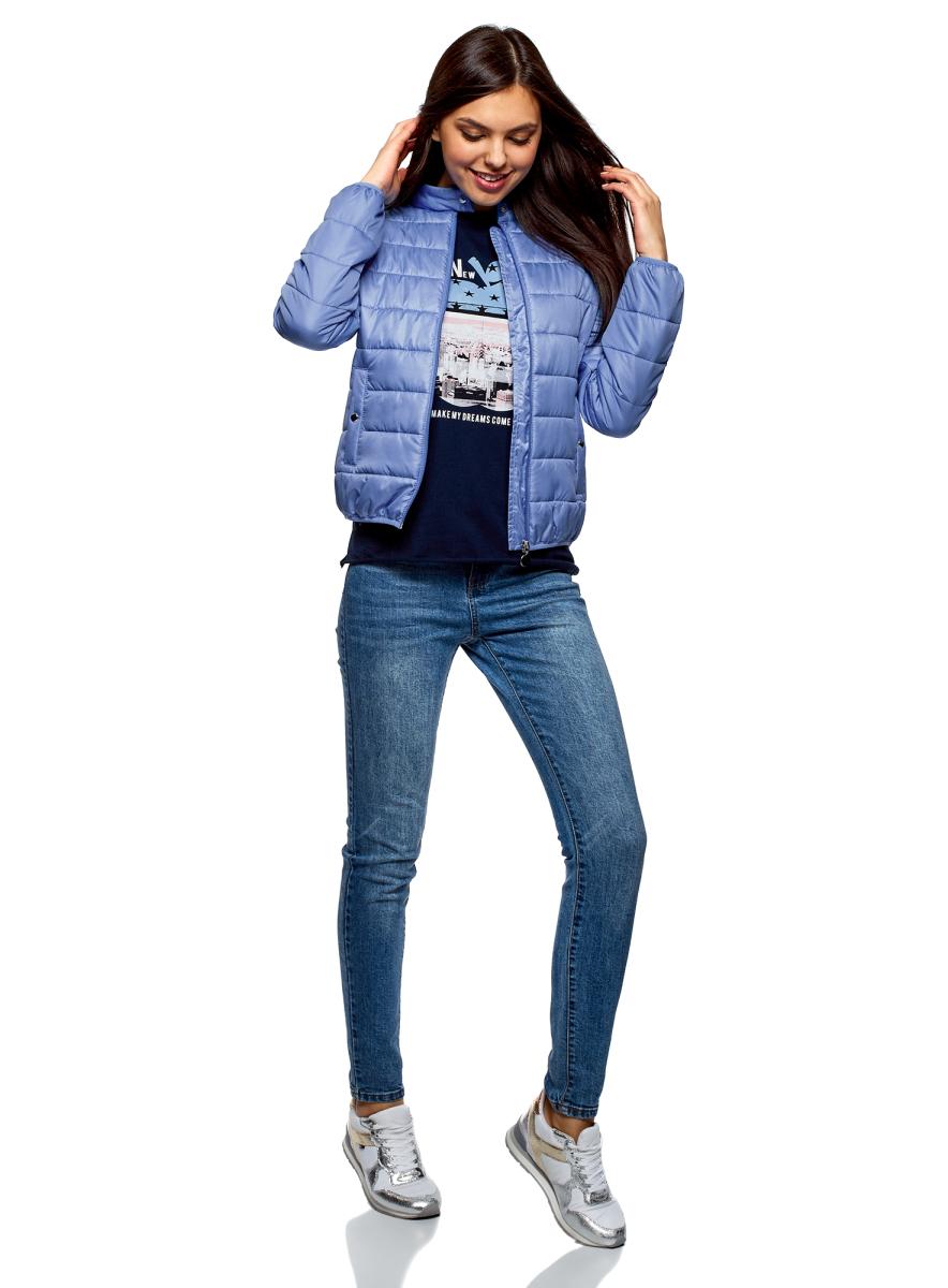 Куртка женская oodji Ultra, цвет: синий. 10203060B/43363/7500N. Размер 38 (44-164)10203060B/43363/7500NКуртка стеганая от oodji выполнена из плащевой ткани на утеплителе из синтепона. Модель с длинными рукавами и воротником-стойкой застегивается на молнию. По бокам расположены втачные карманы.