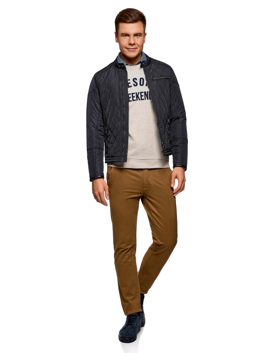Куртка мужская oodji Lab, цвет: темно-синий. 1L111034M/47801N/7900N. Размер M (50-182)1L111034M/47801N/7900NСтеганая куртка от oodji с воротником-стойкой и застежкой на молнию. Модель прямого кроя с двумя боковыми карманами на молнии и одним нагрудным карманом функциональна и удобна. Стеганая прострочка на полочках смотрится эффектно и создает приятный рельефный рисунок. Куртка с утеплителем надежно защитит вас от холода в прохладную погоду. Модель прекрасно подходит для фигур любого типа.Красивая, легкая и теплая куртка с воротником-стойкой гармонично впишется в ваш повседневный гардероб. В ней можно пойти куда угодно: на работу, учебу, или прогулку в хорошей компании. Она подойдет к разным комплектам одежды в классическом или более непринужденном стиле. Модель прекрасно сочетается с классической рубашкой и брюками или с джемпером и джинсами. В этой куртке вы всегда будете чувствовать себя комфортно и уверенно.