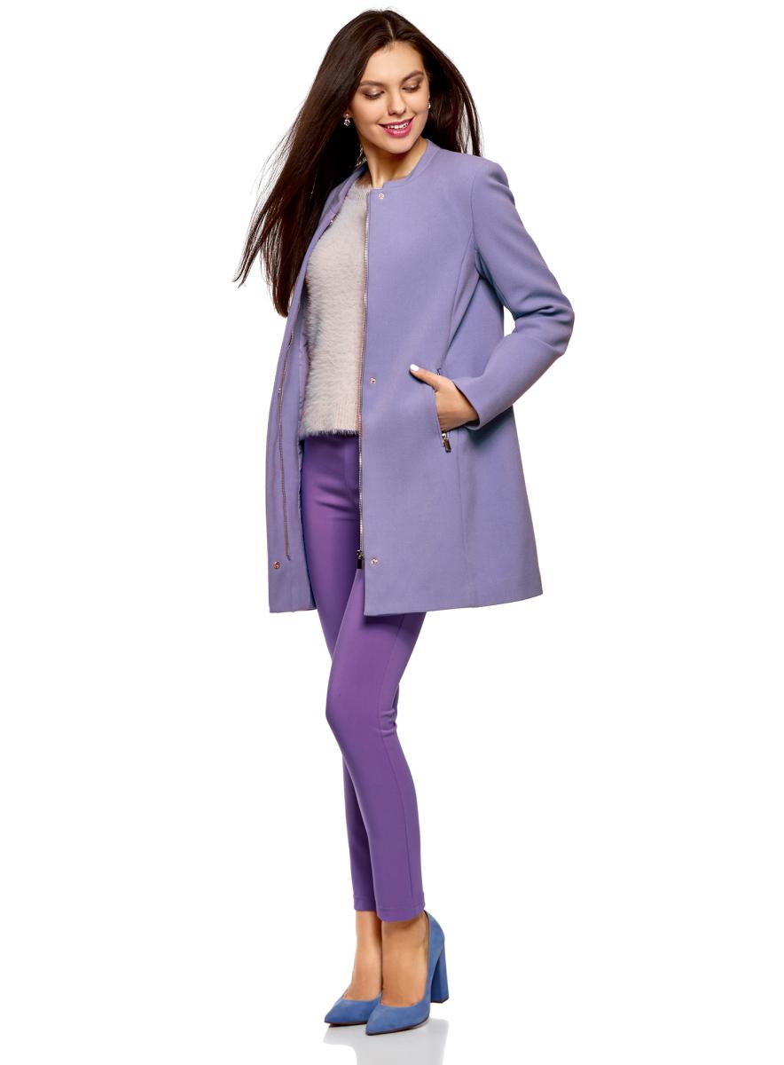 Пальто женское oodji Ultra, цвет: сиреневый. 10100006-2/45223/8000N. Размер 38 (44-170)10100006-2/45223/8000NЭлегантное пальто от oodji прямого кроя с воротником-стойкой. Застежка на молнию скрыта за планкой, спереди два врезных кармана на молнии. Приталенный силуэт формируется за счет вытачек. Модель на подкладке, верх из приятной на ощупь мягкой ткани с добавлением вискозы и эластана. Благодаря эластану ткань держит форму и не дает усадок после стирок, а вискоза придает ей приятную текстуру. Пальто прямого силуэта отлично сидит на разных фигурах.Очаровательное короткое пальто выручит вас, когда на улице прохладно. Оно поможет вам эффектно завершить свой повседневный или деловой наряд. Универсальная модель со скрытой застежкой прекрасно сочетается юбками, платьями и брюками разного фасона. Более расслабленный образ получится, если надеть это пальто с джинсами. Наряд можно дополнить палантином или объемным шарфом. Так вы сможете дополнительно утеплиться и правильно расставить акценты в созданном образе. Выбор обуви зависит от погоды – это могут быть туфли или ботильоны на устойчивом каблуке, высокие сапоги, ботинки на плоской подошве. Прекрасное пальто украсит ваш гардероб и станет незаменимым для создания сдержанных и всегда элегантных нарядов.