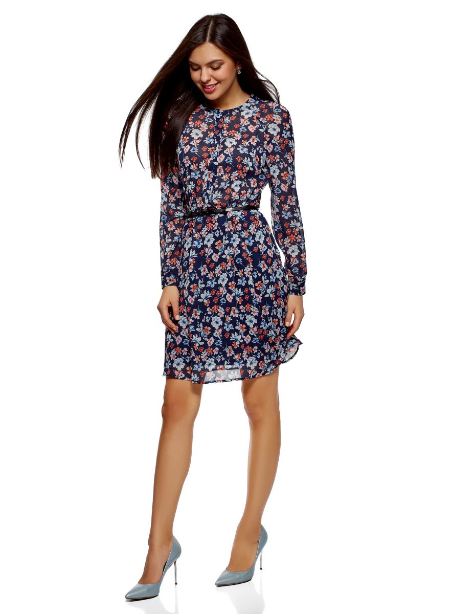 Платье oodji Collection, цвет: темно-синий, белый, цветы. 21912001-4B/17358/7910F. Размер 36 (42-170)21912001-4B/17358/7910FПриталенное шифоновое платье из шелковистой ткани с тонким ремнем из искусственной кожи в комплекте. Модель с длинными рукавами с манжетами, небольшим округлым вырезом и застежкой на планку смотрится сдержанно и элегантно. Ремешок красиво подчеркивает талию и стройнит силуэт. Платье на подкладке, верх из приятной струящейся ткани. Модель приталенного кроя с расклешенным подолом в мягкую складку подходит для разных фигур. Элегантное платье с длинными рукавами – отличный вариант для вашего повседневного гардероба. Оно незаменимо, когда требуется создать женственный и одновременно сдержанный наряд. В прохладную погоду платье можно дополнить кардиганом, жилетом из искусственного меха или пальто. Обувь и аксессуары помогут вам расставить правильные акценты. В этом платье вы будете выглядеть женственно и нежно.